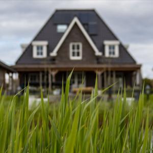 HAS THE SLUGGISH ECONOMY REACHED THE HOUSING MARKET?